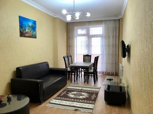 Uma área de estar em 3 room apartment. Baku, Azerbaijan