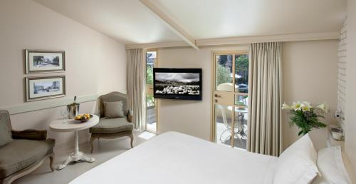 A television and/or entertainment center at Templer's House Boutique hotel