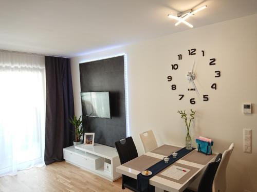 TV a/nebo společenská místnost v ubytování Good Vienna Apartment