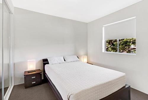 A bed or beds in a room at 'Cote D Azur' luxury in the heart on Nelson Bay!