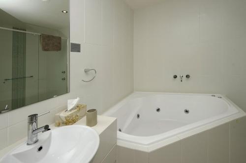 A bathroom at Pacific Blue, Villa 519