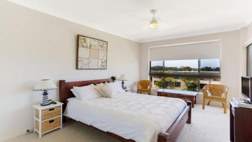 A bed or beds in a room at 'The Dunes' Opposite Fingal Bay Surf Club!