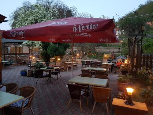 A restaurant or other place to eat at Pension an der Stadtmauer
