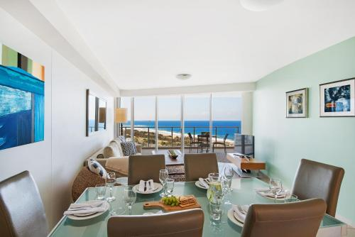 A restaurant or other place to eat at The Sebel Maroochydore