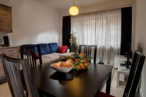 Ein Restaurant oder anderes Speiselokal in der Unterkunft The Queen Luxury Apartments - Villa Serena