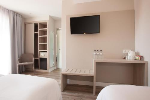 A television and/or entertainment center at Hostal Centric
