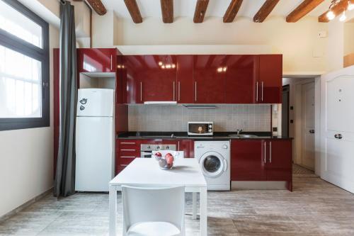 Een keuken of kitchenette bij Weflating Sants