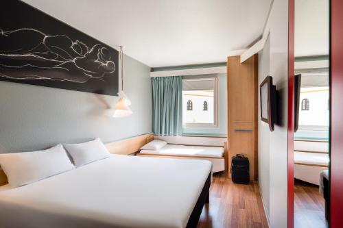 A bed or beds in a room at Ibis Sevilla