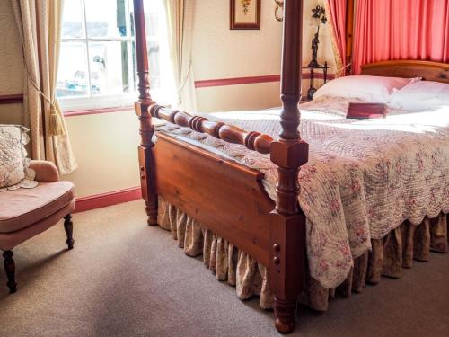 A bed or beds in a room at Tall Storeys