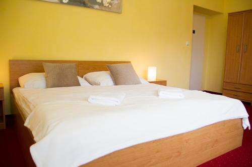 A bed or beds in a room at Vila Charleston