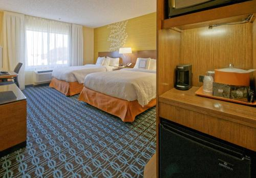 A bed or beds in a room at Fairfield Inn & Suites by Marriott Rehoboth Beach