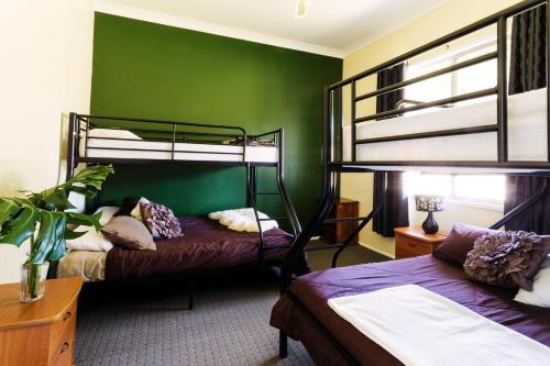 A bunk bed or bunk beds in a room at Coal d' Vine Cottage - Cessnock NSW
