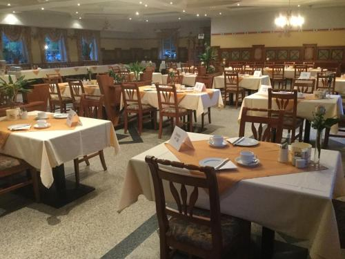 A restaurant or other place to eat at Radhotel Schischek
