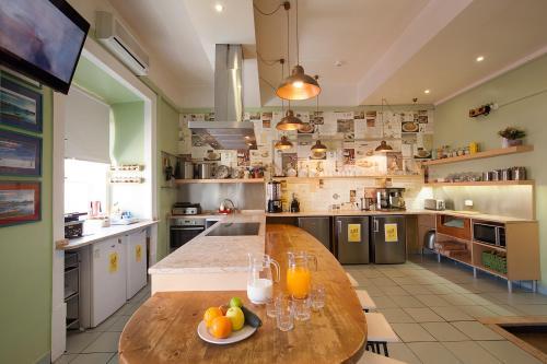 Cuisine ou kitchenette dans l'établissement Goodmorning All-Inclusive Hostel