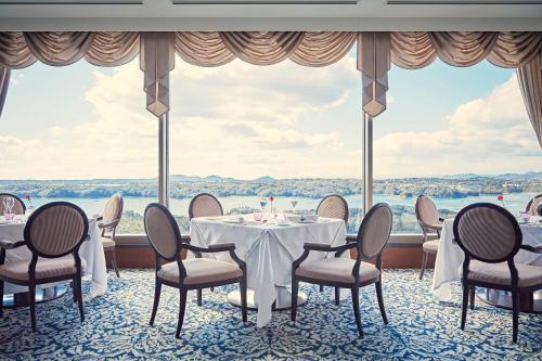 志摩観光ホテル ザ ベイスイートにあるレストランまたは飲食店