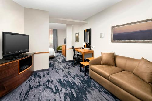 Uma TV ou centro de entretenimento em Fairfield Inn & Suites by Marriott Miami Airport South