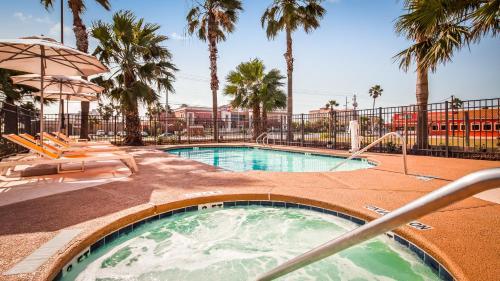 The swimming pool at or near Best Western Beachside Inn