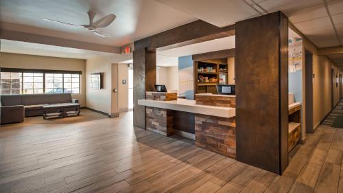 The lobby or reception area at Best Western Beachside Inn