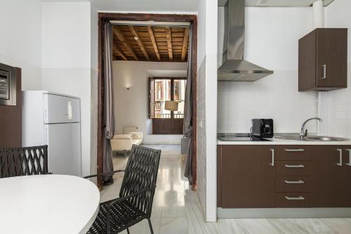 Una cocina o zona de cocina en Elvira Suites