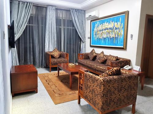 A seating area at Serendib Hotel & Service Apartments