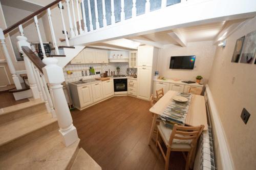 A kitchen or kitchenette at Daniela house