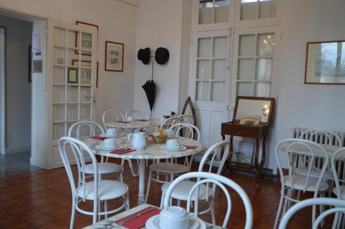Restaurant ou autre lieu de restauration dans l'établissement Hotel Victor Hugo