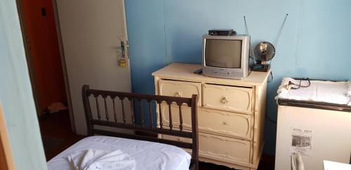 A television and/or entertainment centre at Hotel Juliz