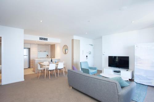 A seating area at High Floor Ocean View Suites Broadbeach