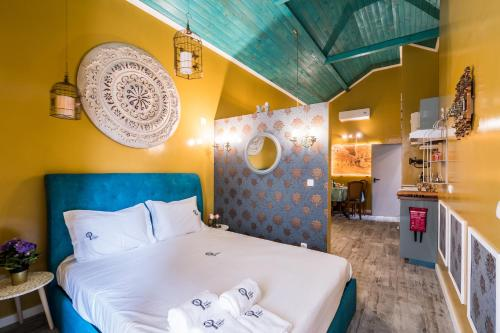 A bed or beds in a room at Y.Baixa - Boutique Apartments