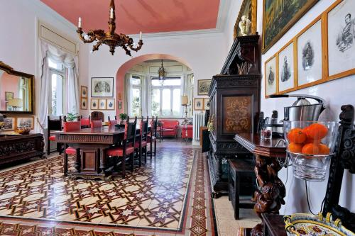 A restaurant or other place to eat at Domus Monamì Luxury Suites