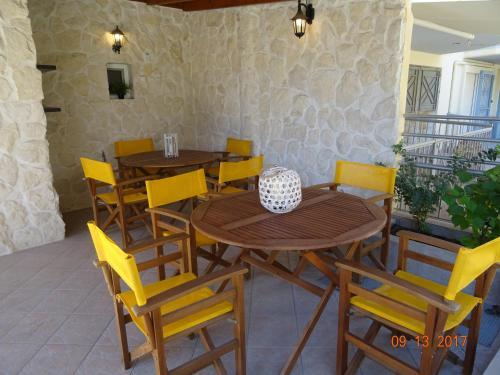 Un restaurant sau alt loc unde se poate mânca la Paralia