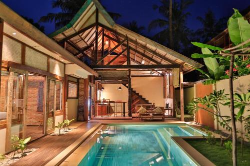 The swimming pool at or close to Apalagi Villas