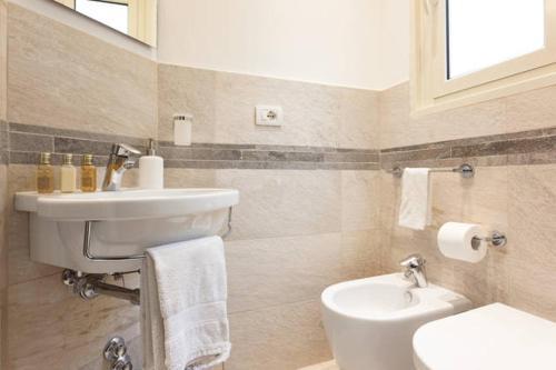 A bathroom at Kosher Bed&Breakfast La Casa di Eva