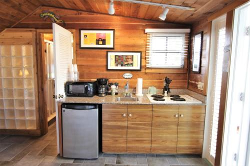 A kitchen or kitchenette at Eden House