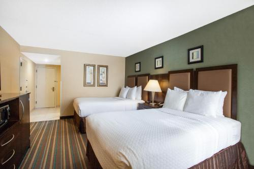 A bed or beds in a room at Wyndham Chicago O'Hare