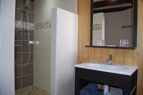 Salle de bains dans l'établissement La Ferme de Laupilière