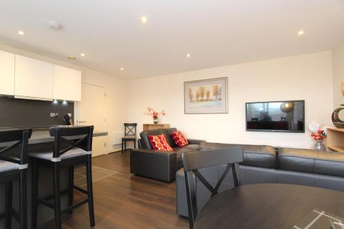 A seating area at Heron House Luxury Apartments