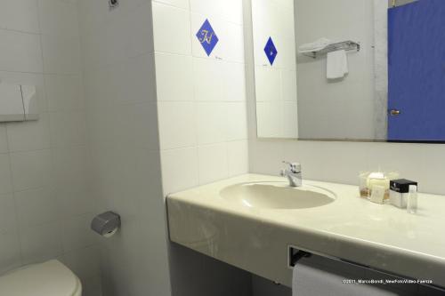 A bathroom at Hotel Cavallino