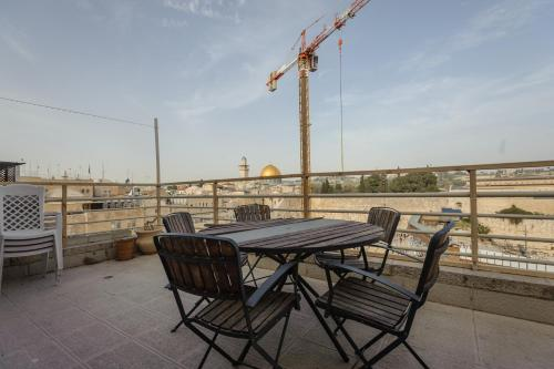 A balcony or terrace at The Western Wall Apartment