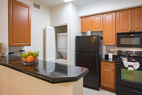 A cozinha ou cozinha compacta de The Point Hotel & Suites Universal