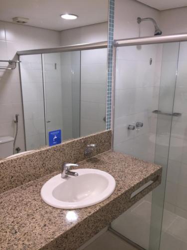 A bathroom at Apto particular em Hotel 4 estrelas
