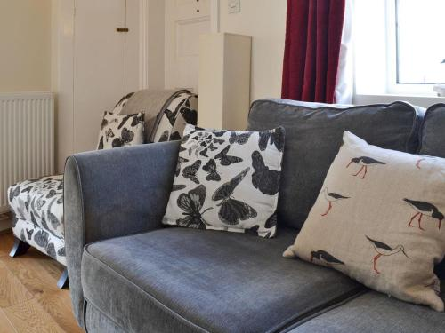 A seating area at Plover Cottage