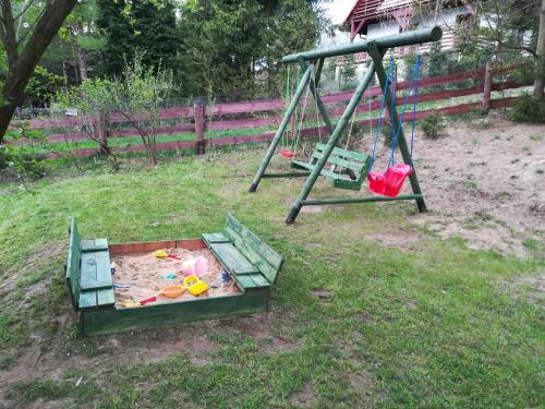 Plac zabaw dla dzieci w obiekcie Domek Letniskowy Soszyca