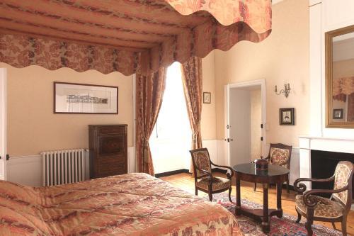 Télévision ou salle de divertissement dans l'établissement Château de La Ballue - Les Collectionneurs