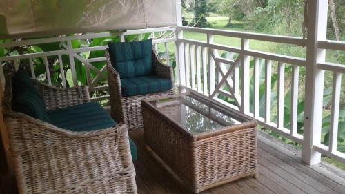 A balcony or terrace at Whitsunday Cane Cutters Cottage