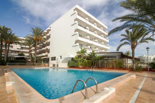 The swimming pool at or close to Apartamentos Llobet Ibiza