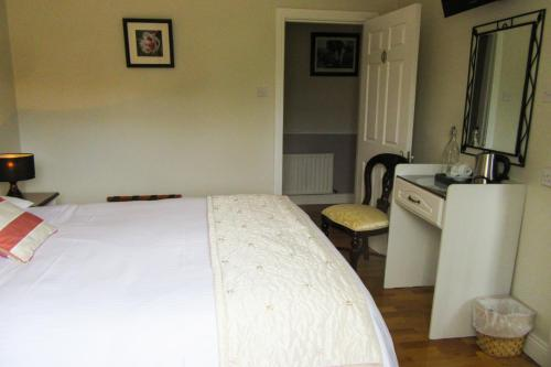A bed or beds in a room at Doonshean View Bed and Breakfast