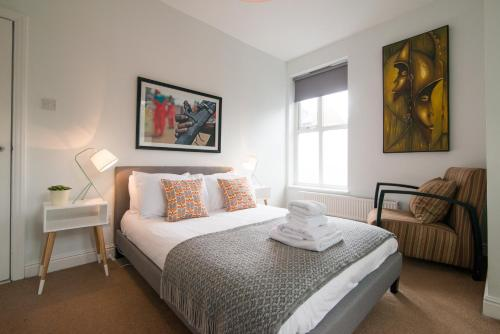 A bed or beds in a room at Burton House Boutique Flat
