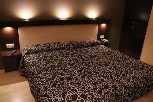 A bed or beds in a room at Hotel Acosta Ciudad de la Música