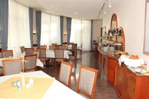 Ein Restaurant oder anderes Speiselokal in der Unterkunft Hotel und Restaurant Ascania